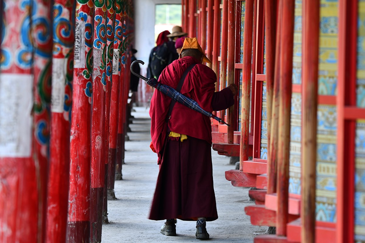 Prayer Wheels of Tagong Monastery | Foto von Liu Bin