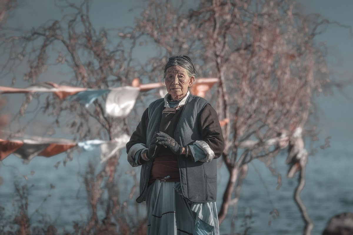 Old Women by Lugu Lake | Foto von Min Zhao
